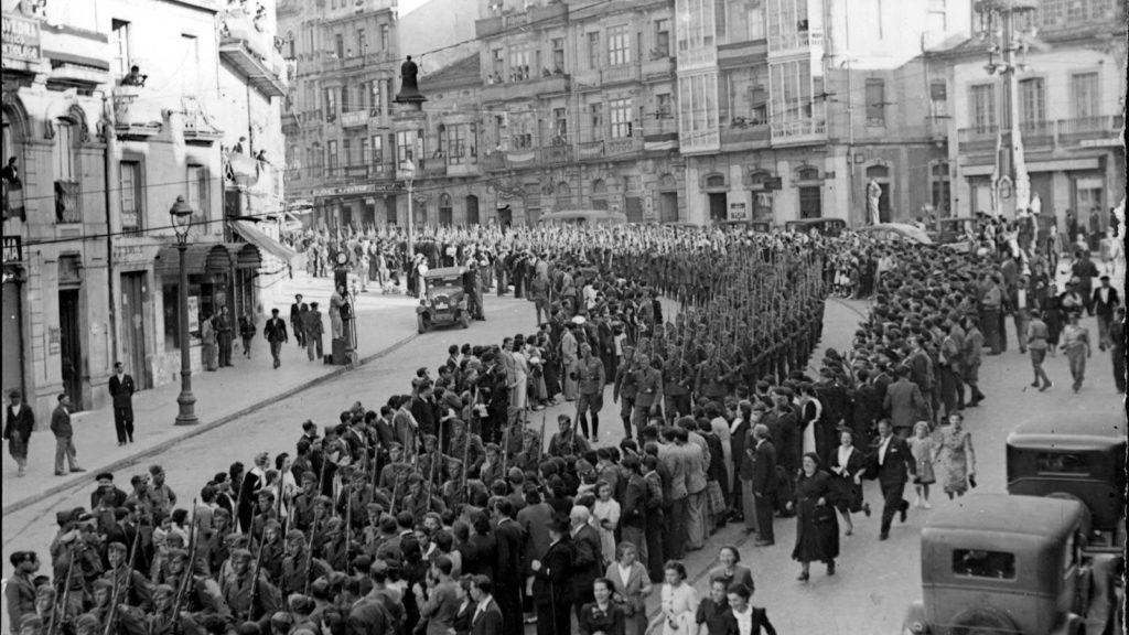 La Legión Condor desfilando por las calles de Vigo